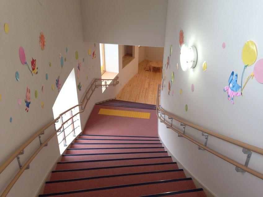 ふれいあこども館階段