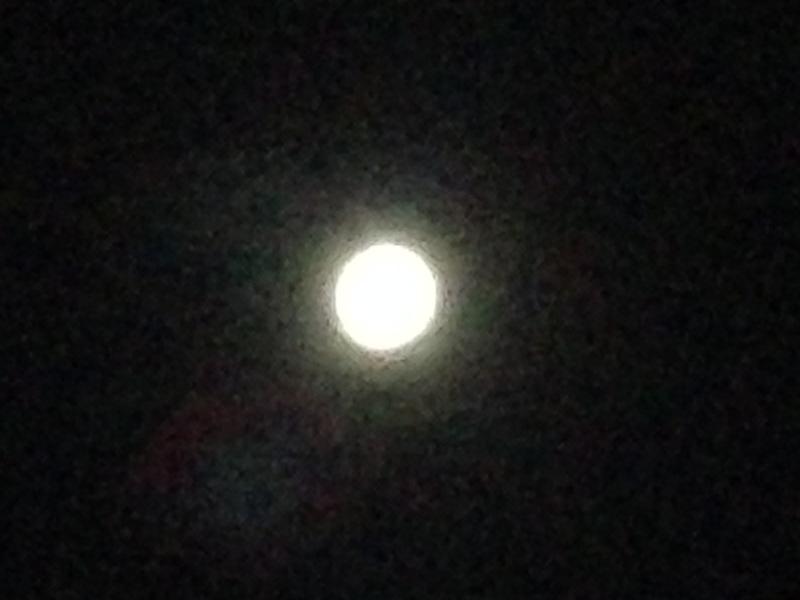 iPhoneで普通に撮った月の写真