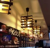 『肉ちゃんうどん 春日店』の生姜と唐辛子パワーで温まってきました。