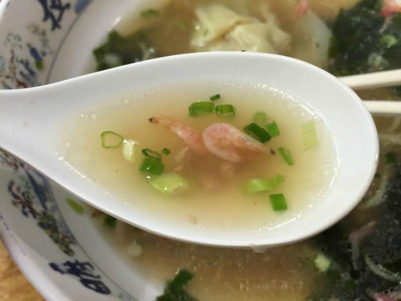 ワンタン麺のスープ
