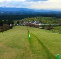 吉無田高原「緑の村」の草スキーはドMの方にオススメです。