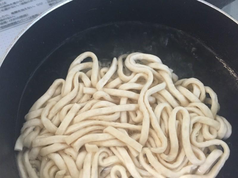 太麺を入れて2分
