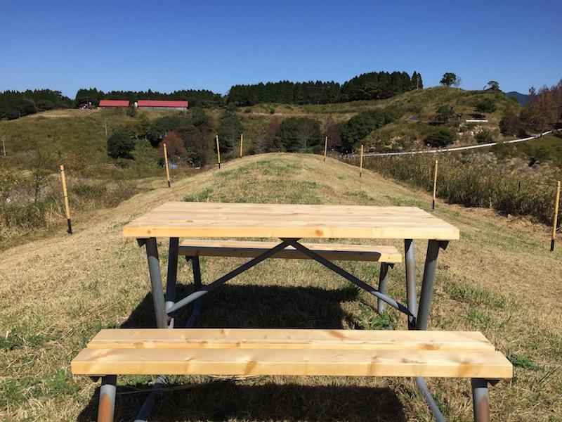 高台のテーブル