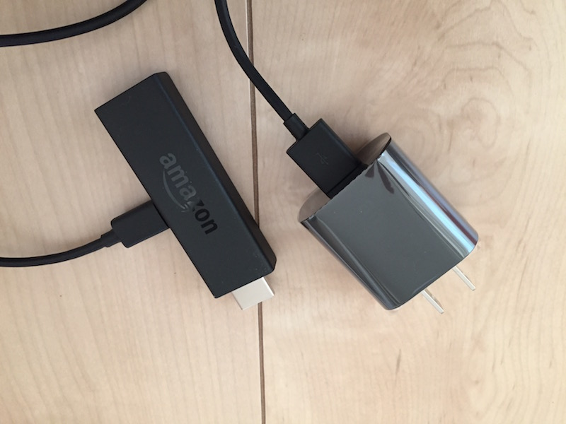 USB 電源ケーブルを Fire TV Stick と電源アダプタに接続