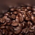 「自家焙煎珈琲悠」の直下式焙煎機で焼き上げたコーヒー豆は香りが豊かで深い味わいが楽しめます。