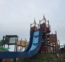 ひろいき村でフリーフォール型の滑り台が取り上げられた「干潟よか公園」に行ってきました。