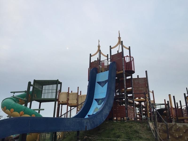 傾斜角80度の滑り台