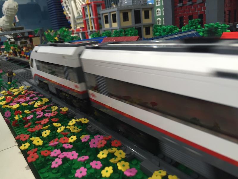 電車が走るジオラマ