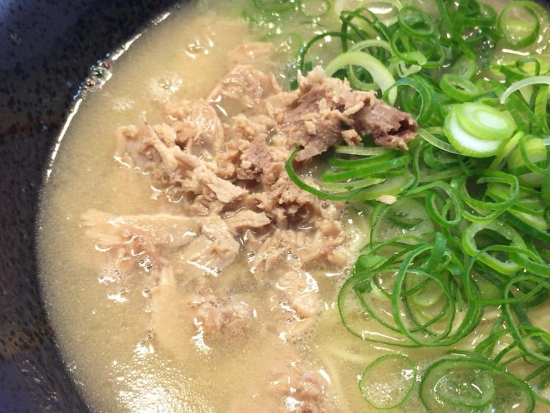 五号線沿いの元祖長浜ラーメン肉