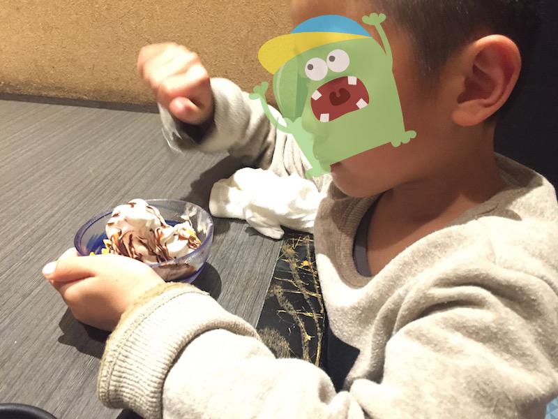 アイスを食う息子