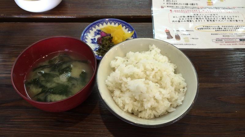 麦飯・味噌汁・漬物はセルフ