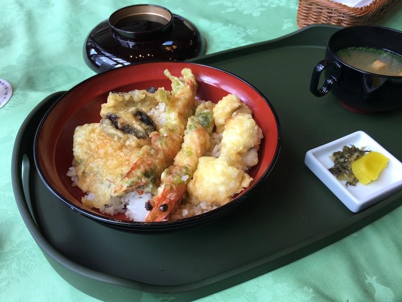 海鮮レストラン「レストラーテ ホールン」