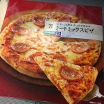 セブンイレブンの冷凍ピザ『ミートミックスピザ』がコスパ最高!