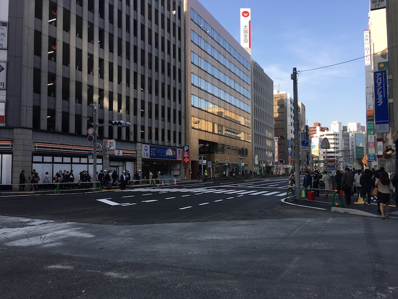 JR博多駅前で起きた陥没事故の復旧現場