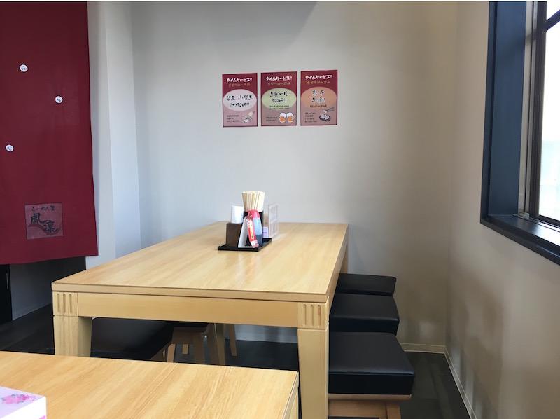 テーブル席画像
