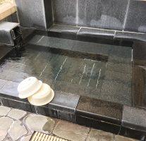 [筑前町] 花立山温泉の貸室付家族露天風呂。pH9.8のヌルヌル温泉でお肌スベスベ。